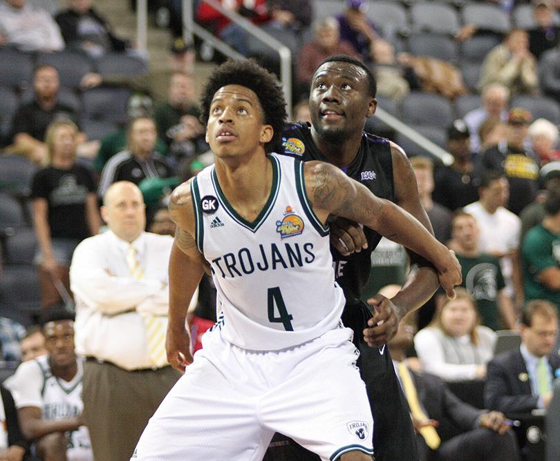 Clemons rebound effort